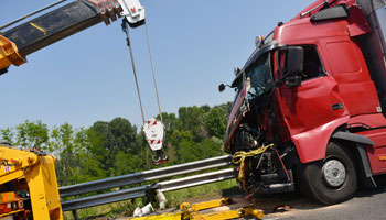 towing industrial semi truck crash accident collision damage vehicle wrech